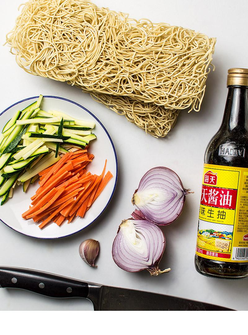 Ingredientes para la receta de los noodles chow mein