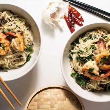 fideos de arroz con langostinos al estilo thai