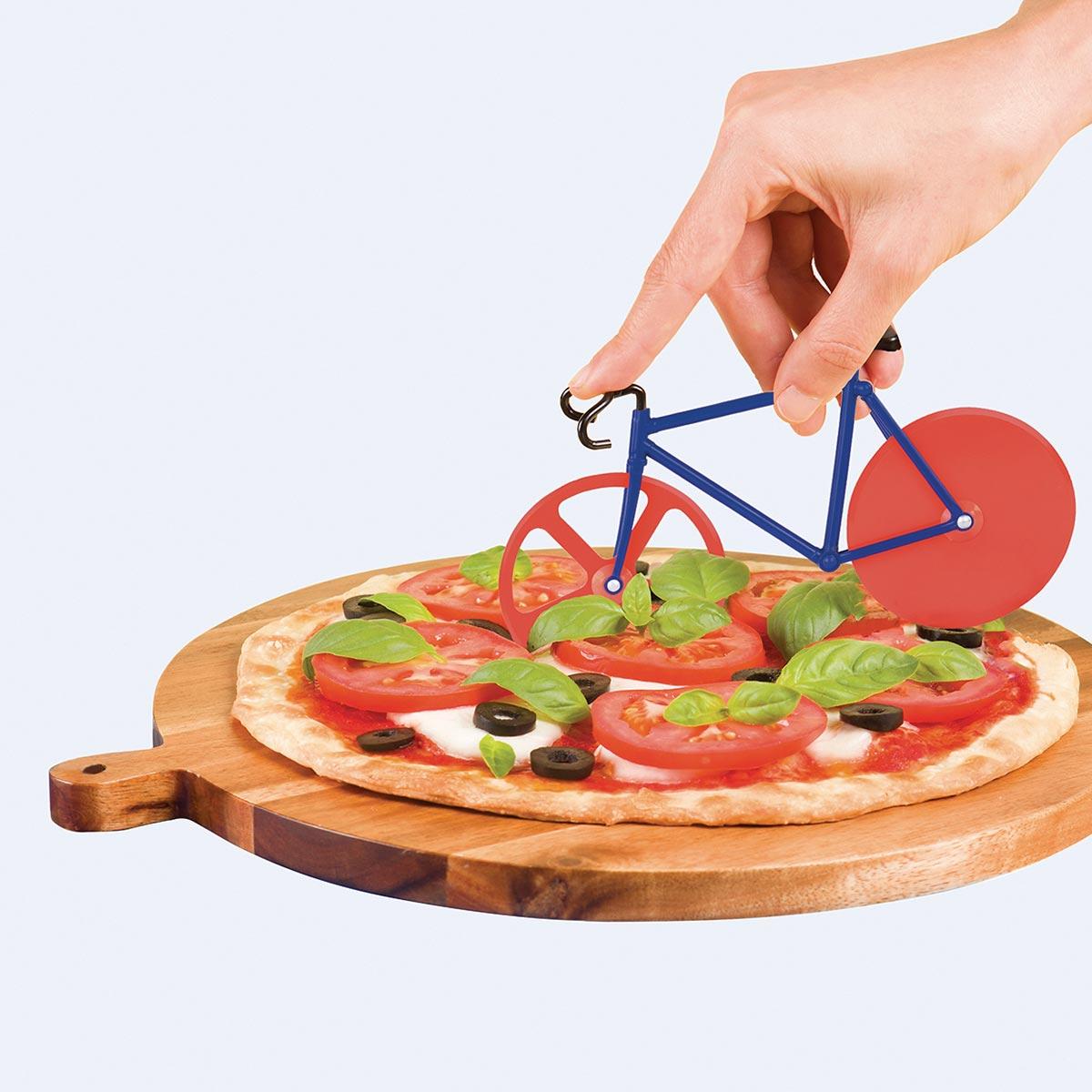 Cortando una pizza con The Fixie