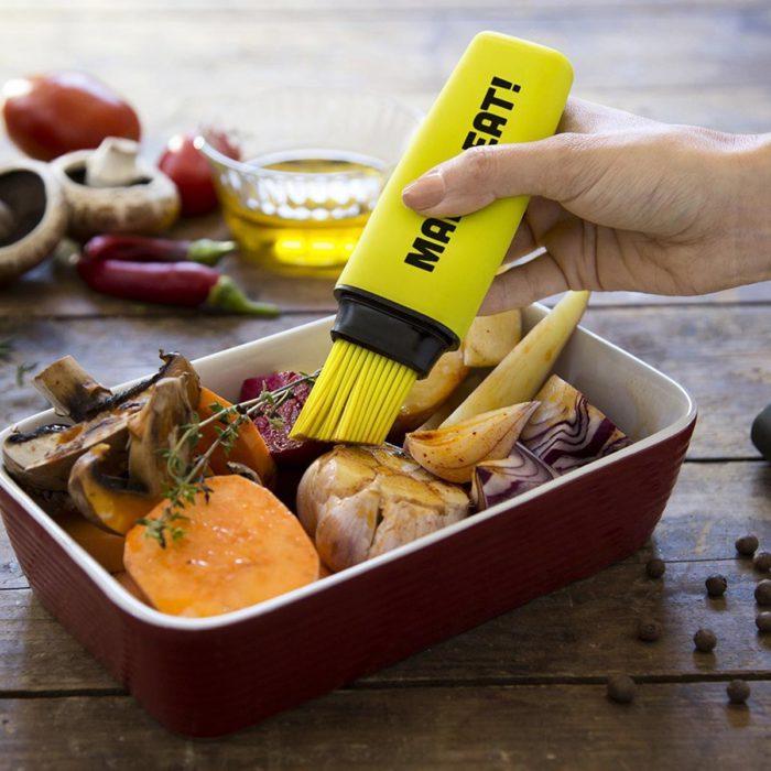 Pincel de cocina Mark Eat en uso